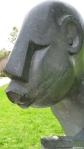 Estatua en marmol en el jardín botánico